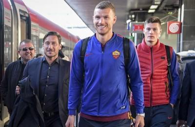 """Roma, Totti stuzzica Dzeko alla stazione: """"Non va a Londra questo?"""""""