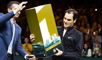 Federer nella leggenda del tennis: batte Haase e torna numero 1 al mondo