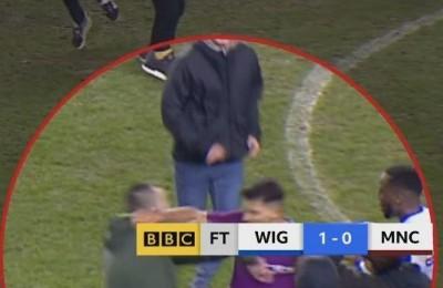 Il Manchester City eliminato dal Wigan (terza serie inglese). Aguero fa a pugni con un tifoso