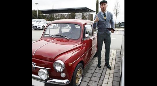 Sergio Ramos si presenta all'allenamento su una vecchia e bellissima Fiat 600