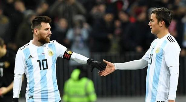 "Argentina Sampaoli apre a Dybala ma Messi avvisa ""Deve spostarsi a sinistra"""