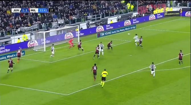 Juventus, 3 punti per lo scudetto. Inutile il goal dell'ex di Bonucci (che festeggia)