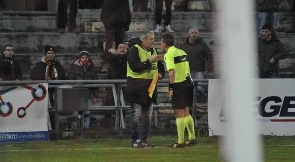 Serie C, in Lucchese-Gavorrano guardalinee il dirigente: segnala un fuorigioco inesistente…
