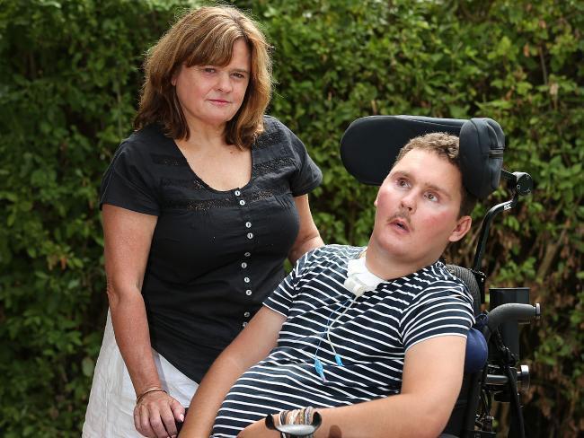 Sam Ballard con la madre
