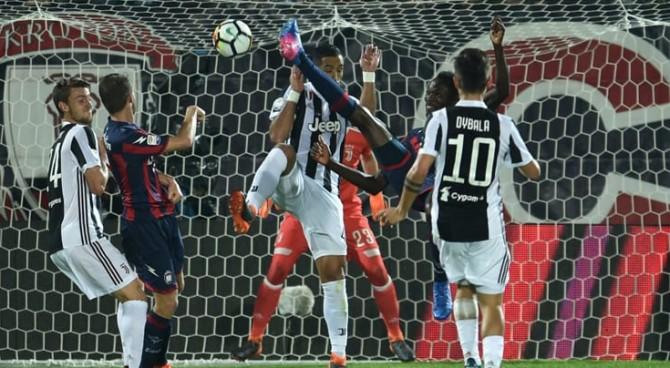 Simy del Crotone come Ronaldo: la Juventus frena e il Napoli si rifà sotto