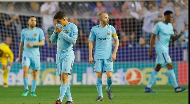 Il Barcellona cade all'ultimo ostacolo: perde 5-4 e sfuma l'imbattibilità. Polemiche su Messi lasciato a riposo