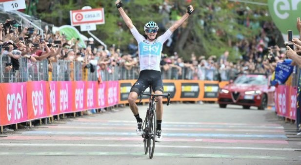 Giro, l'impresa di Froome: a Bardonecchia guadagna 3′ ed è Maglia Rosa, sarà lotta con Dumoulin