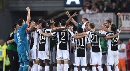"""Juventus campione d'Italia, Sarri attacca: """"Sempre in campo dopo, ha vinto la più potente"""""""