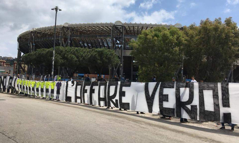 Napoli, con l'addio di Sarri cinque 'titolarissimi' sul piede di partenza
