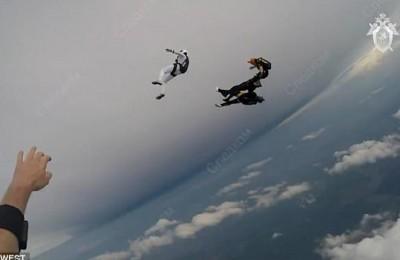 Tragedia in aria: scontro fra due paracadutisti, poi lo schianto fatale