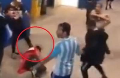 Violenza dentro lo stadio, l'aggressione di un gruppo di argentini al tifoso croato