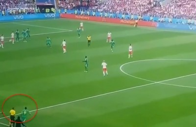 Papere mondiali: Sanchez si crede portiere, l'arbitro fa entrare Niang... in contropiede