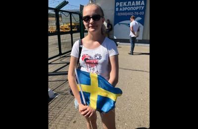 La Svezia atterra in Russia. Ad accoglierla una sola tifosa. Russa