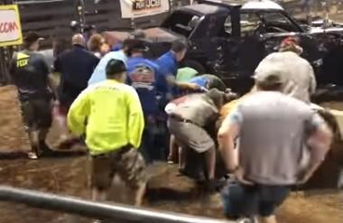 Utah, incidente all'autoshow: uomo schiacciato da blocco di cemento