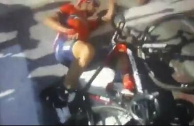 """Nibali lascia il Tour: frattura alla vertebra e difficoltà respiratorie. Lo Squalo: """"Grazie per l'affetto"""""""