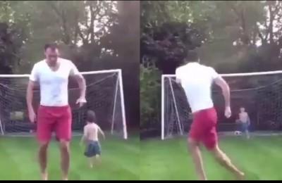 Quando la voglia di fare un bel goal ti fa scordare che in porta c'è tuo figlio di 4 anni...