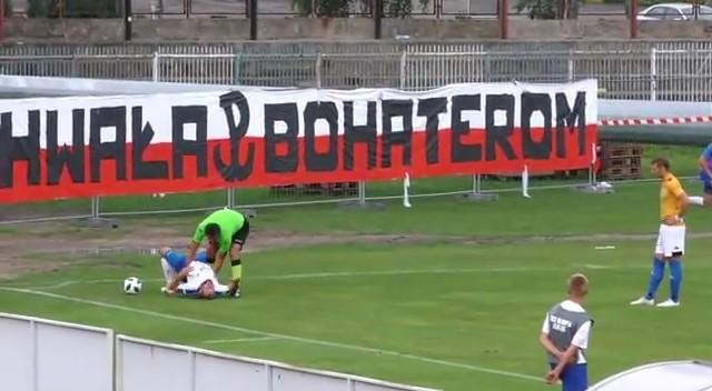 Polonia, il giocatore sta soffocando: se ne accorge solo l'arbitro, che gli salva la vita