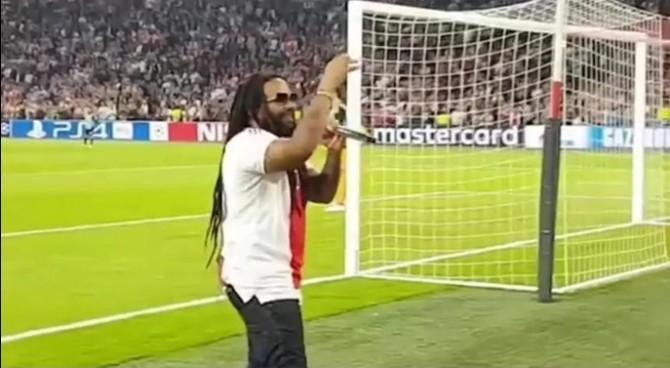 Il figlio di Bob Marley canta la canzone del padre alla Johann Crujff Arena dell'Ajax