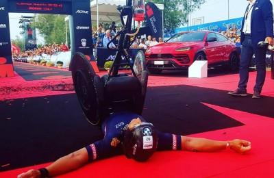 Zanardi si supera: a 52 anni nuovo record mondiale, 226 km di triathlon in 8 ore e 26 minuti