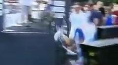 Varese, ciclista francese cade rovinosamente dalla rampa al via della gara