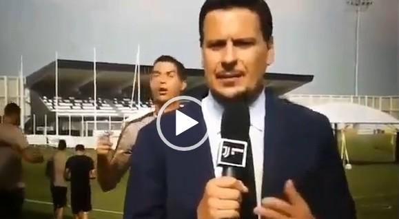 Cristiano Ronaldo fa il verso all'inviato di Juventus TV durante il servizio