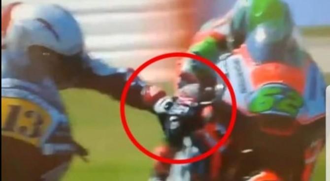 """Moto2, follia di Romano Fenati: chiude il freno a Manzi a 220 km/h. Il manager: """"Pura adrenalina"""""""