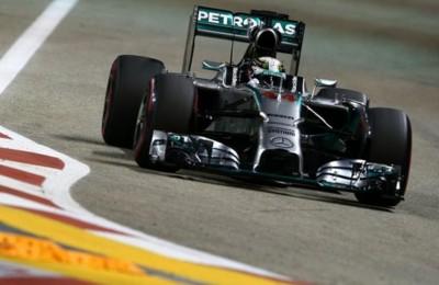 Singapore, la pole è di Hamilton. Ferrari dietro: Vettel terzo, quinto Raikkonen