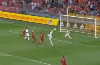 Ibrahimovic, goal numero 500 in carriera: colpo spettacolare stile Karate Kid