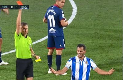 Liga, Juanmi della Real Sociedad becca due cartellini gialli nel giro di 10 secondi