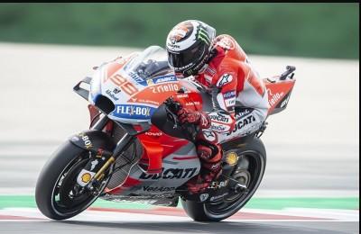 """Misano, Lorenzo bacchetta Marquez e Rossi (""""Bambini""""), poi fa la pole. Figuraccia Ponsson: quasi 5'' di distacco"""