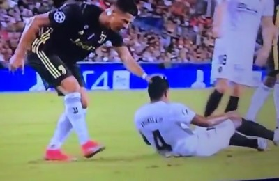 Juventus, vittoria di (doppio) rigore a Valencia. Cristiano Ronaldo espulso esce fra le lacrime