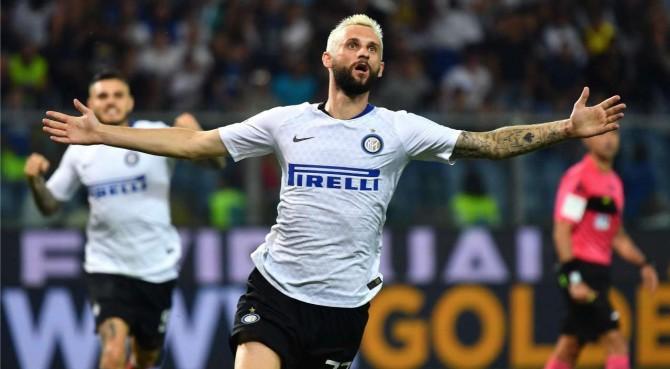 """L'Inter vince ancora nel recupero: con la Samp decide Brozovic. Polemica dei tifosi sul VAR: """"Funziona solo contro di noi"""""""