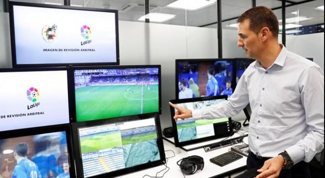 Uefa, è ufficiale: VAR in Champions League dal 2019/20